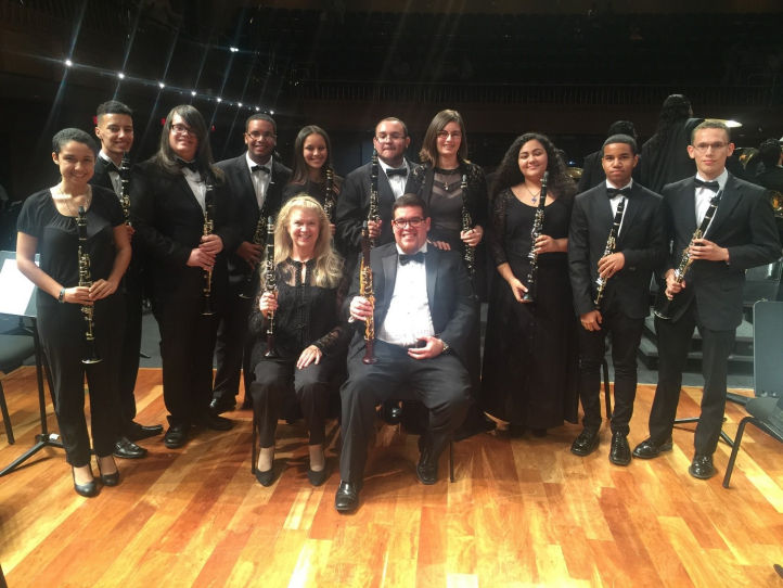Experiencia Sinfonica clarinetists, with Kathy and Pochi seated in front